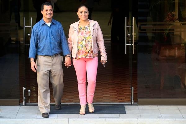 Esteban Chacón y Evelyn Espinoza asistieron a la conferencia de prensa, en Casa Presidencial, donde el Presidente Luis Guillermo Solís se refirió a la resolución de la Corte IDH sobre la FIV en Costa Rica. Ellos celebraron que la técnica ya pueda aplicarse.   RAFAEL PACHECO