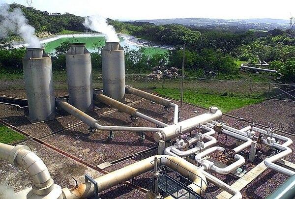 Costa Rica tiene en La Fortuna, Bagaces, el proyecto de generación geotérmico de Miravalles. Se genera electricidad con el uso de gas natural.
