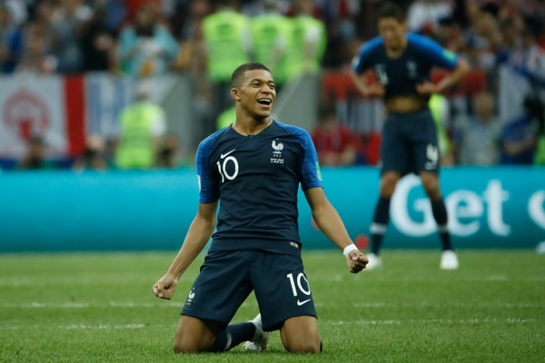 Kylian Mbappe celebra el título de Francia en Rusia 2018. / AFP PHOTO / Odd ANDERSEN / RESTRICTED TO EDITORIAL USE - NO MOBILE PUSH ALERTS/DOWNLOADS
