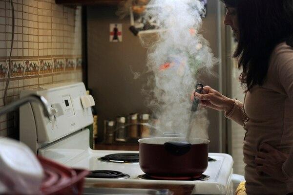 El gasto en electricidad tiene un peso de 3,37%, en promedio, en el total de erogaciones de los hogares, según el Instituto Nacional de Estadística y Censos (INEC). En febrero, dicho servicio aumentó un 2,07% respecto a enero, y en el último año subió un 3,5%. | EYLEEN VARGAS/ARCHIVO
