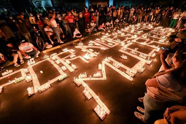 Una vigilia en honor a los manifestantes que murieron durante las protestas contra el gobierno del presidente Iván Duque, en Cali, Colombia, el 5 de mayo del 2021. Foto: AFP