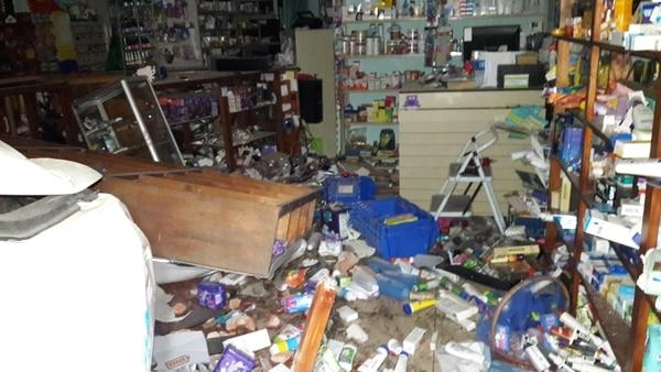 Los daños en la farmacia Pursical son cuantiosos, dijo la dueña del negocio Marcia Charpantier.