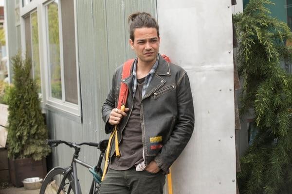 Daniel Zovatto interpreta a Ramón el miembro de la familia que ve visiones. Foto: HBO