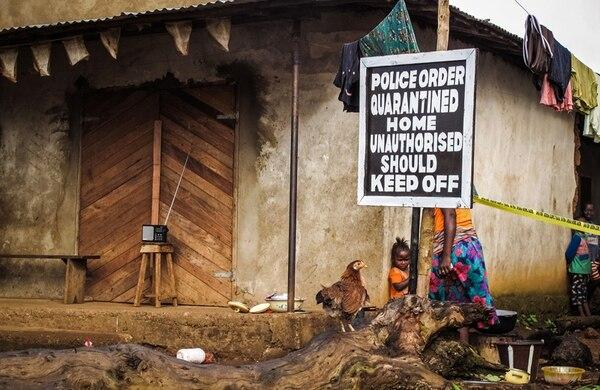 En África, una de las medidas es poner en cuarentena los hogares de los enfermos. Aunque medidas similares se darían en Costa Rica, no todo se tratará igual que en África, porque las condiciones son diferentes. | AP