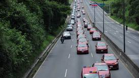 Presuntos narcos compraron taxi para evadir restricción vehicular sanitaria