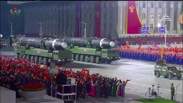 Estos son, probablemente, los nuevos misiles balísticos intercontinentales que Corea del Norte exhibió este sábado 10 de octubre del 2020 en un desfile militar en Pionyang. AFP
