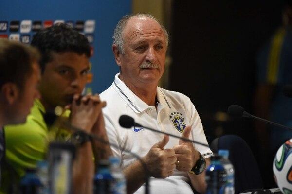 Luiz Felipe Scolari estuvo junto a Thiago Silva en conferencia de prensa en el estadio Mineirao, en Belo Horizonte, previo al juego semifinal ante Alemania.