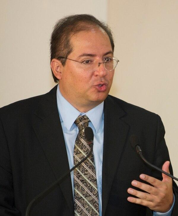 El ministro de Comunicación, Mauricio Herrera, lamentó la filtración de la lista de 31 invitados a la gira presidencial a Cuba. Según el jerarca, la información sobre la delegación está descontextualizada y perjudica los objetivos del viaje.