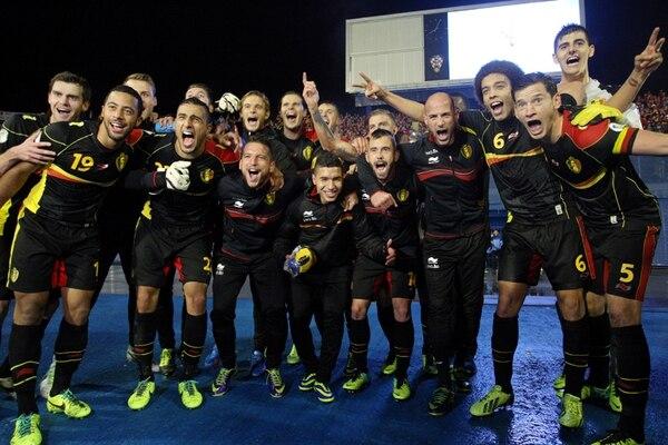 Bélgica regresa a los Mundiales, después de una ausencia de 12 años. Ayer, sus jugadores festejaron con pasión y fervor, luego de conseguir el boleto mundialista, gracias a un laborioso triunfo de 2-1 ante Croacia, en Zagreb.   AFP