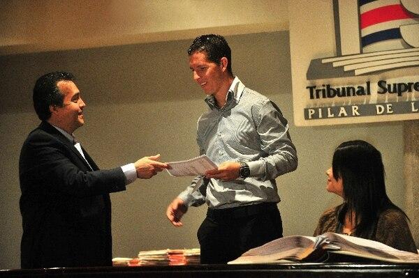 Pablo Daniel Antonio Gabas recibió la carta de naturalización que lo acredita como tico el 21 de setiembre de 2011. Fotografía: Rafael Pacheco / Archivo LN