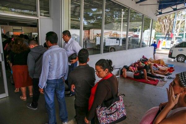 La afluencia de personas aumenta en el puesto fronterizo de Peñas Blancas durante los días festivos. | MAYELA LÓPEZ/ARCHIVO