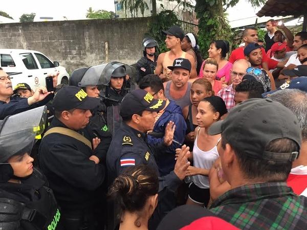 Migración advierte que no seguirá fomentando el delito de tráfico de almas, por lo que no aceptará más ingresos de cubanos ilegales por Paso Canoas.