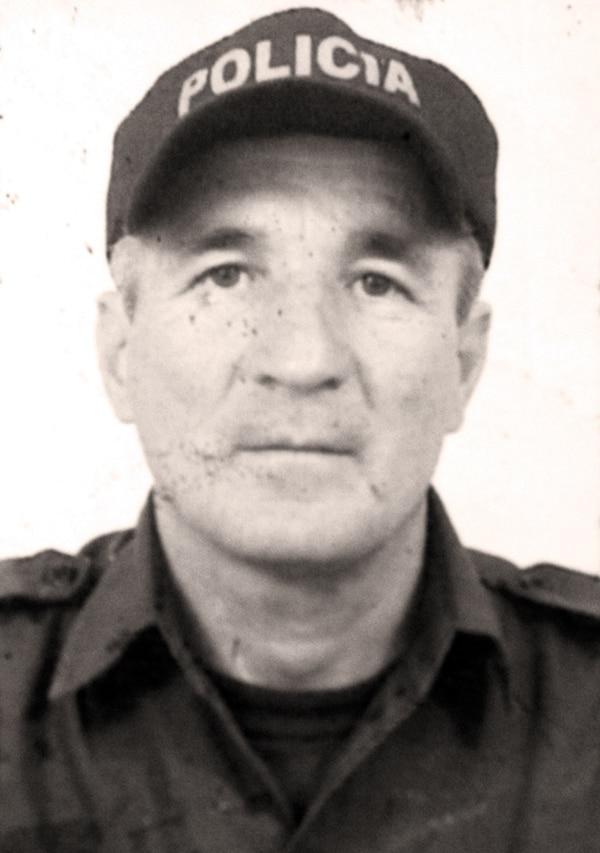 Esta fue la fotografía del oficial Orlando Jiménez que circuló en julio del 2004, tras fallecer en la Embajada que él cuidaba.
