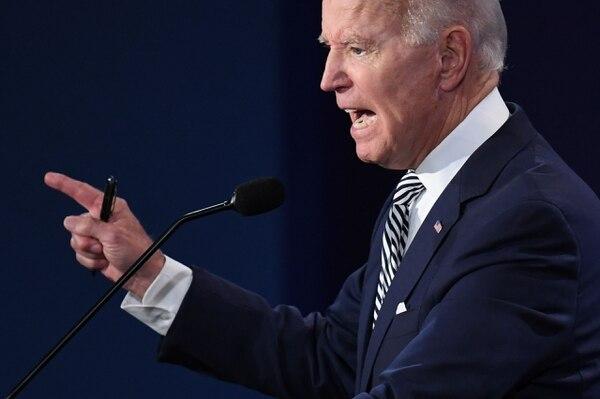El aspirante presidencial demócrata, Joe Biden (foto), adoptó un tono enérgico durante su primer debate con el presidente Donald Trump, el martes 29 de setiembre del 2020 en Cleveland, Ohio. AFP