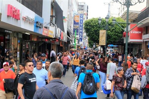 El endeudamiento de los costarricenses motivó este año al Poder Ejecutivo a impulsar planes de salvamento, pues la situación impacta la economía. (Imagen con fines ilustrativos). Fotografía: Rafael Pacheco