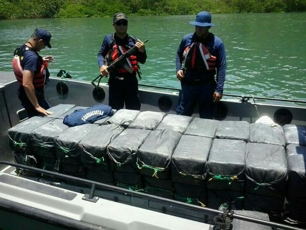 La droga fue desembarcada este jueves en Golfito y quedó a la orden de la Fiscalía.