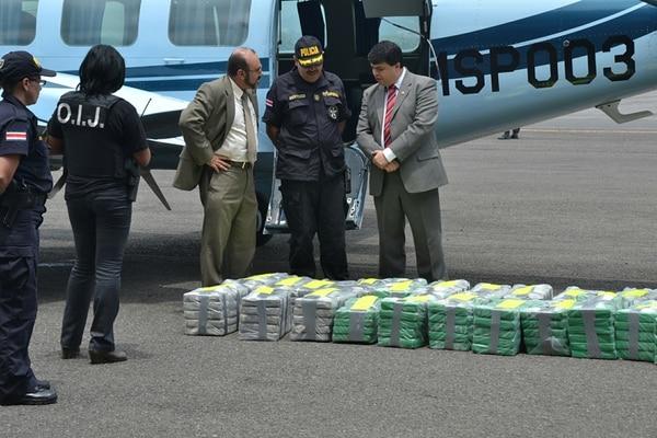 En mayo pasado cayeron 522 kilos en un contenedor en puerto Moín, Limón.   SHIRLEY VÁSQUEZ/ ARCHIVO LN