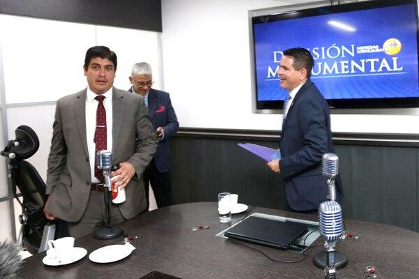 Carlos Alvarado, del PAC, y Fabricio Alvarado, de Restauración Nacional, en el debate organizado por Radio Monumental. Foto: Albert Marín.