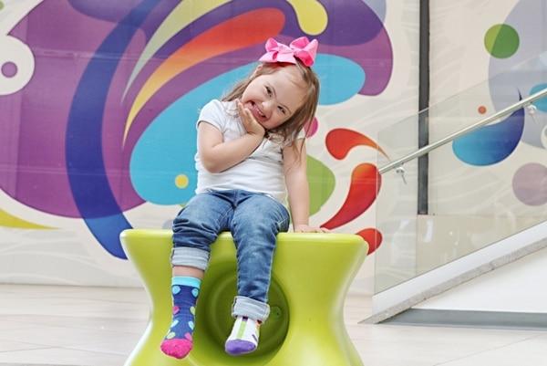 La iniciativa invita a la población a vestir sus pies con medias diferentes durante el Día Mundial del Síndrome de Down, que se celebra el 21 de marzo.