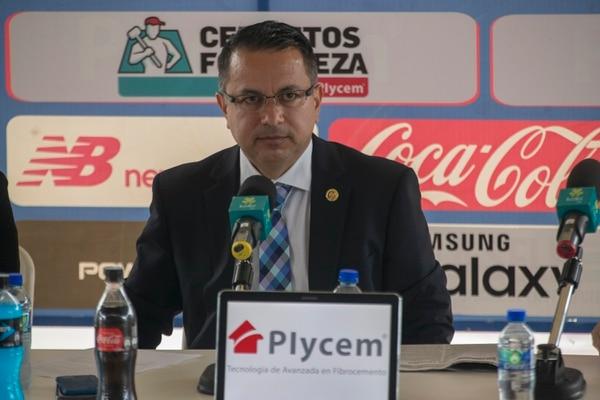 Rodolfo Villalobos presentó este viernes su informe ante la Asamblea. Fotografía José Cordero