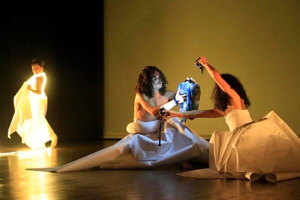 07/11/2017 Teatro de la Danza, CENAC. Ensayo de la danza Mamando Leche de las Estrellas, del Coreógrafo Rogelio López. Foto: Rafael Pacheco