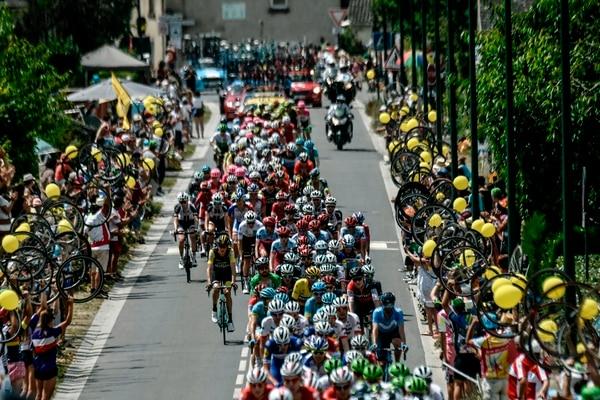 La afición sobre la carretera no puede faltar en un espectáculo como el Tour de Francia. Fotografía: AFP / Philippe López