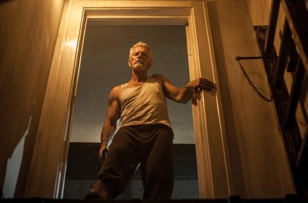 La presencia de Stephen Lang le da suspenso sin respirar a todo el filme.