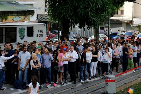 Simpatizantes de la oposición venezolana hacían fila el domingo 16 de julio del 2017 para votar en el referendo en el municipio de Chacao, adyacente a Caracas.