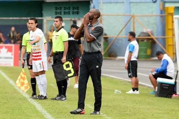 La afición se metió con Paulo Wanchope en el duelo ante Grecia por acumular su segunda derrota consecutiva. Fotos de Diana Méndez