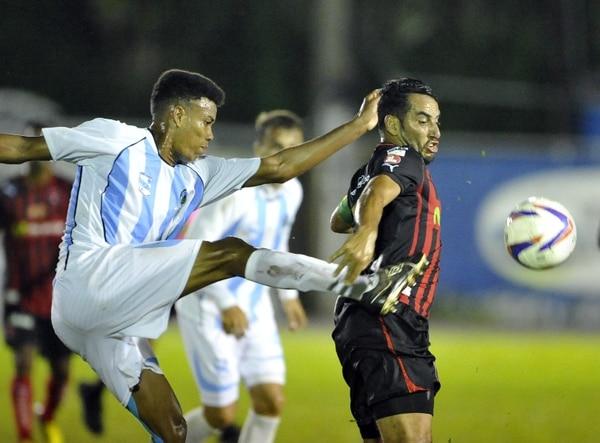 Alejandro Alpízar fue el jugador destacado del encuentro con dos goles y una asistencia. | CARLOS BORBÓN.