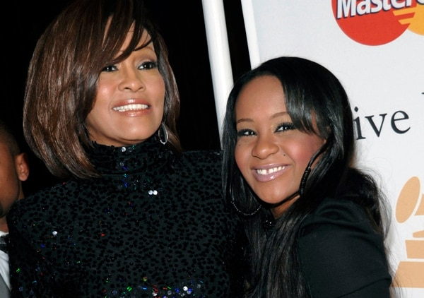 Juntas. Whitney Houston y Bobbi Kristina, en un evento en el 2001 en Beverly Hills. AP
