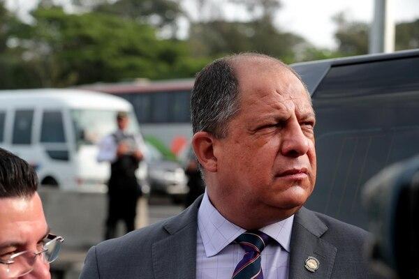 El presidente de la República, Luis Guillermo Solís, visitó la mañana de este jueves el puente Alfredo González Flores.