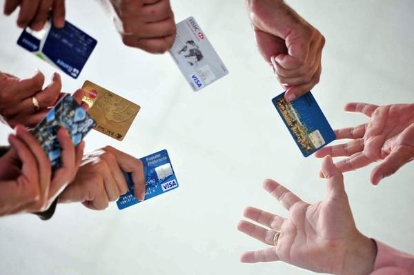 Según el Ministerio de Economía, Industria y Comercio (MEIC), el saldo acumulado en tarjetas de crédito fue ¢1.419.426 millones para abril de 2019.