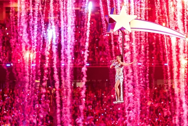 Katy Perry deslumbró con su espectáculo del Super Bowl 2015