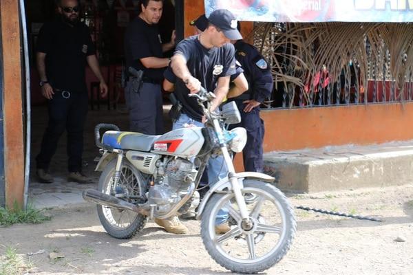 Una moto y gran cantidad de droga fue decomisada en ese pequeño poblado rodeado de fincas piñeras y bananeras, al noreste de Puerto Viejo.