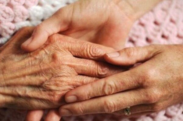 Un grupo de doctores de Québec y una mujer con discapacidades físicas solicitaron a los tribunales la suspensión de la legislación que permite el suicidio asistido.