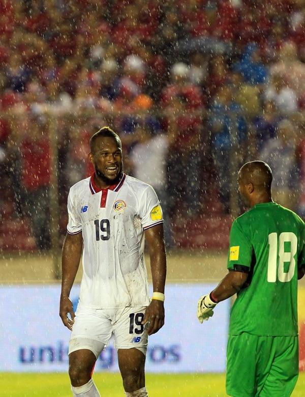 Kendall Waston y Patrick Pemberton (18) en Panamá. | EFE