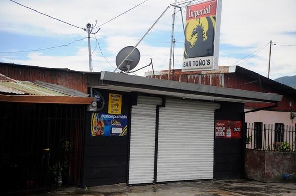 Un vehículo color blanco llegó al bar y uno de sus ocupantes llamó al vigilante y le disparó varias veces. Un cliente también murió. | JONATHAN JIMÉNEZ