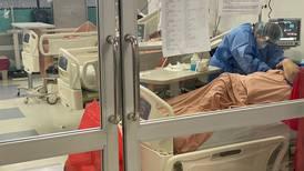 Sobrevivientes de covid-19 hacen fila para atención de secuelas físicas y emocionales