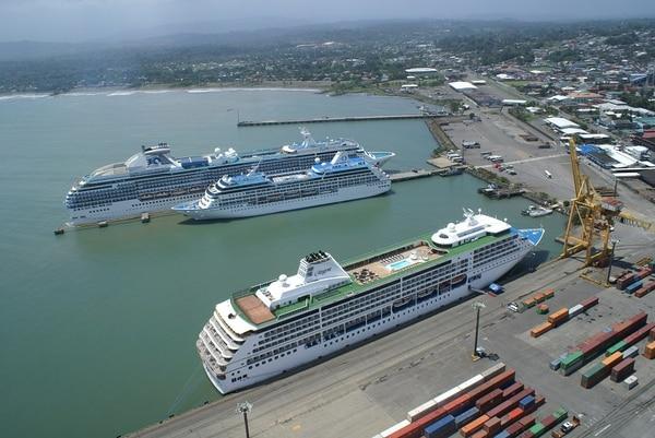 La industria de cruceros utiliza Limón como un puerto de paso. En esta temporada se usará como puerto de llegada y salida, lo cual genera un mayor dinamismo económico.
