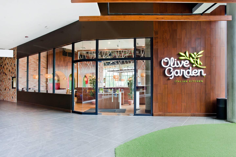 El restaurante italiano Olive Garden abre, este 28 de octubre, su primer local, en el centro comercial Escazú Village.