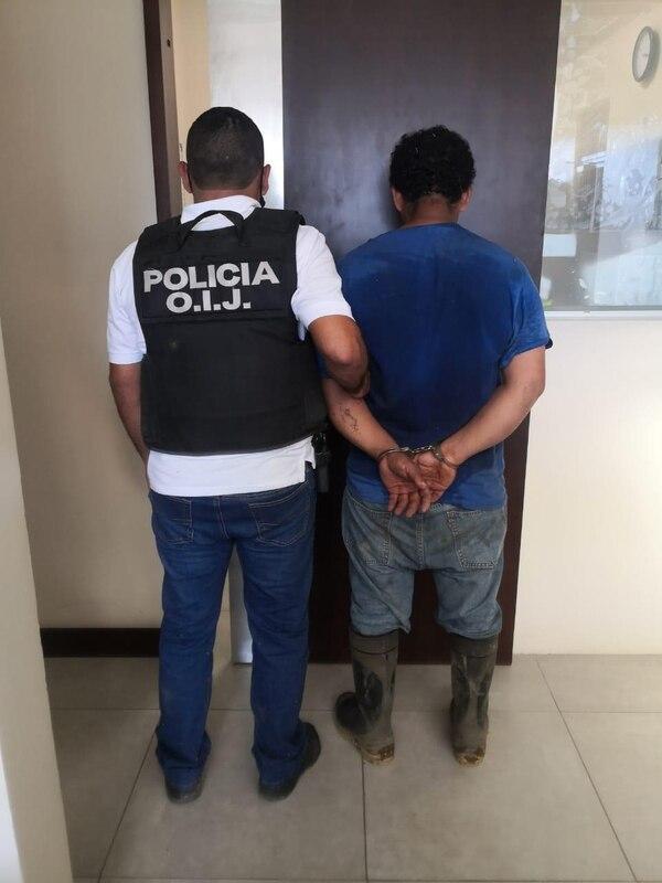 El hombre habría intentado escapar cuando fue abordado por las autoridades judiciales. Foto: OIJ