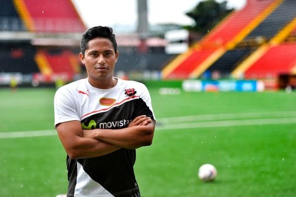 Ramón Núñez, exseleccionado de Honduras, entrena desde hace un mes con Alajuelense.   ARCHIVO