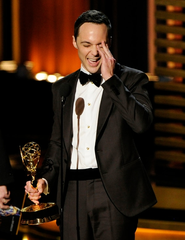 Jim Parsons repitió como mejor actor de comedia. En el 2013 también ganó el premio. | AP
