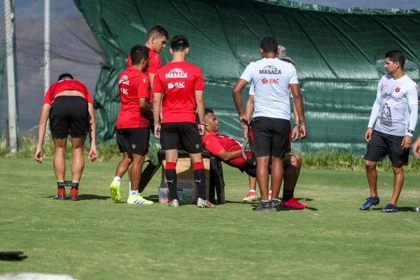 En el entrenamiento hubo trabajos físicos y con balón. Fotografía: José Cordero