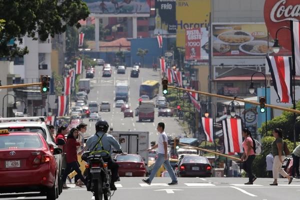 La avenida segunda de San José también tiene semáforos cada 100 metros, pero aquí los equipos están sincronizados. | ALBERT MARÍN