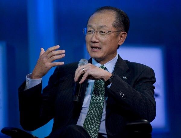 El presidente del Banco Mundial, Jim Yong Kim, comentó que el organismo destinará $400 millones a la lucha contra el ébola
