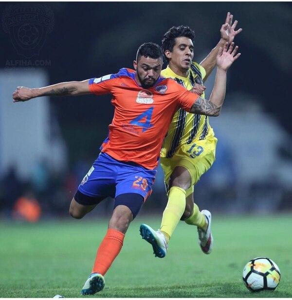 John Jairo Ruiz ya debutó con su equipo el Al-Fayha.