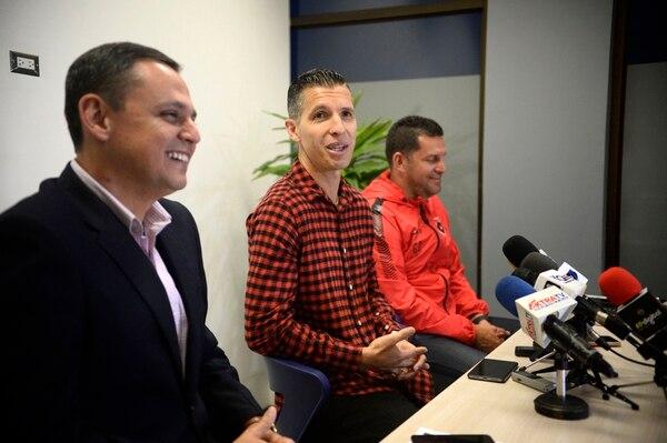 Pablo Gabas se mostró hasta bromista al lado de Fernando Ocampo y Javier Delgado. Fotografía: Diana Méndez