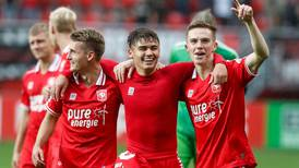 Manfred Ugalde marca su primer gol en Holanda en medio de su renuncia a la 'Sele'